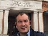 <p>Kennedy'ye ateş edilen yer ve bina (Dallas, 2015)</p>