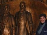 <p>Karl Marx ve Friedrich Engels (Kırgızistan'ın başkenti Bişkek)</p>
